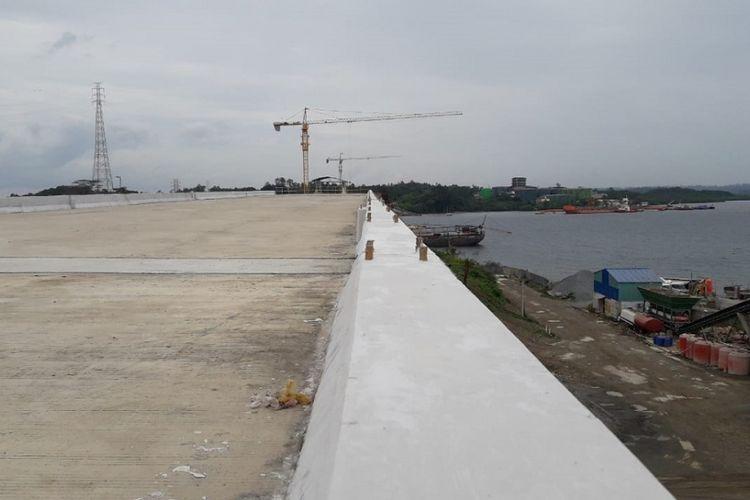 Progres konstruksi Jembatan Pulau Balang, Kalimantan Timur, Kamis (6/9/2018).