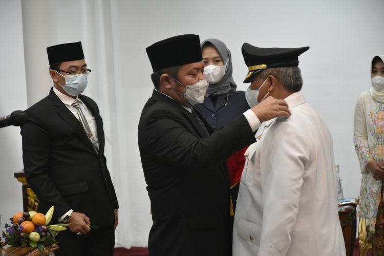 Gubernur Sumatera Selatan Herman Deru melantik Rosidin Hasan sebagai Penjabat (Pj) Bupati Kabupaten Penukal Abab Lematang Ilir (PALI) di Griya Agung Palembang, Rabu (24/3/2021).