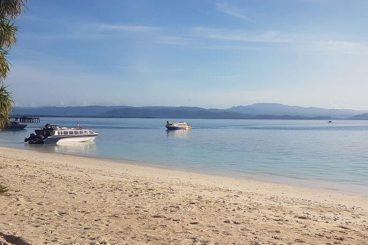 Pantai Dodola di Kabupaten Morotai.