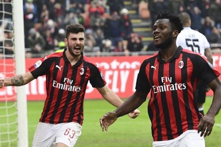 Patrick Cutrone dan Franck Kessie melakukan selebrasi pada laga AC Milan vs Parma dalam lanjutan Liga Italia di San Siro, 2 Desember 2018.