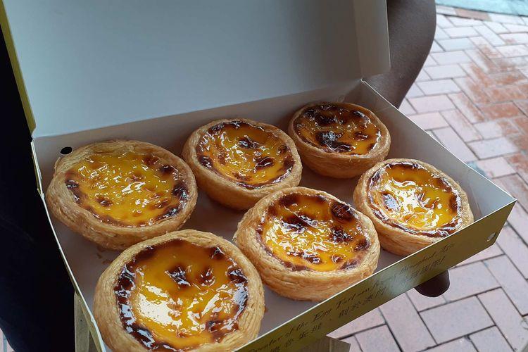 Satu kotak egg tart Portugis hangat dari Lord Stows Bakery di Makau.