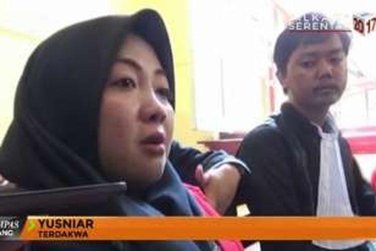 Terdakwa pencemaran nama baik via media sosial, Yusniar (27), ibu rumah tangga yang berdomisili di Makassar.