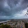 Mengapa Hujan Deras Selalu Diikuti Awan Mendung dan Petir?
