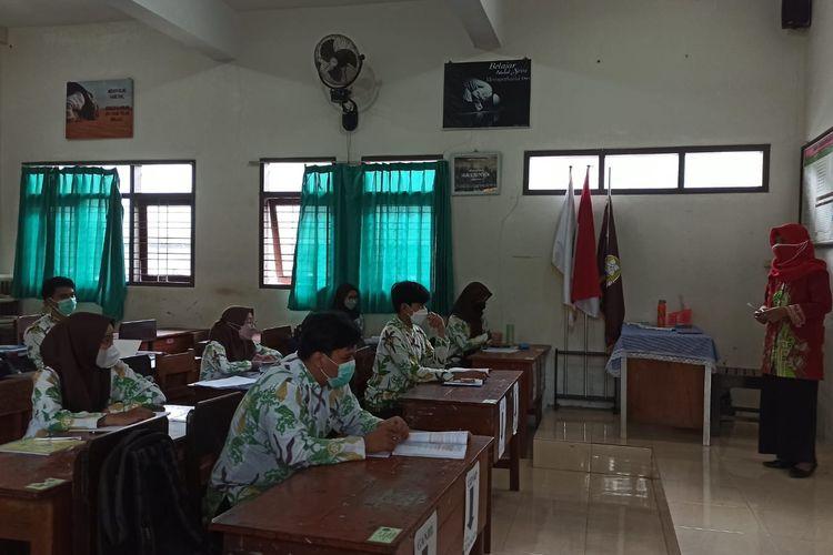 Para pelajar SMAN 2 Jember saat mengikuti kegiatan pembelajaran tatap muka pada Kamis (2/9/2021)
