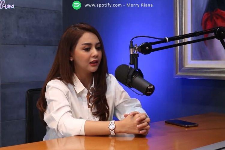 Jenita Janet berbincang dengan Merry Riana. (Bidikan layar YouTube Merry Riana).
