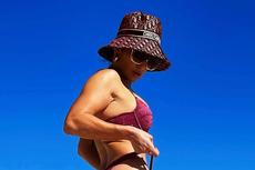Lagi, Jennifer Lopez Pamer Tubuh Seksi di Usia 51 Tahun...