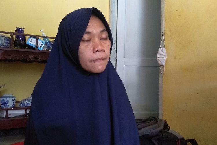 Lia Pratiwi (42), ibu kandung M. Reza Aulia (10) yang meninggal dunia setelah digigit anjing tetangganya pada Kamis (10/6/2021) sore menjelaskan sulitnya mencari vaksin anti rabies di rumah sakit, klinik dan apotek. Anaknya baru mendapat vaksin anti rabies pada hari Sabtu (12/6/2021). Setelah diberi vaksin, kondisi anaknya semakin parah.