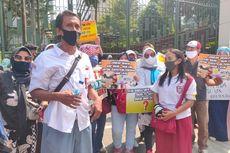 Protes PPDB Jakarta, Para Orangtua Demo Pakai Seragam Sekolah di Gedung Kemendikbud