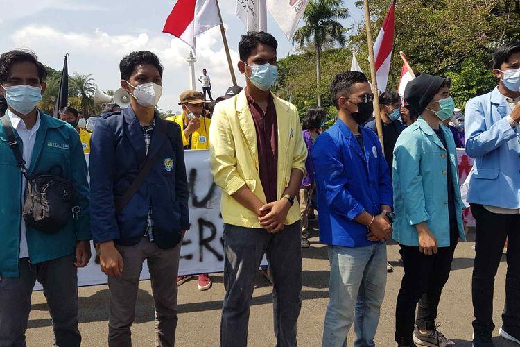 Massa aksi BEM SI dalam unjuk rasa pada Hari Buruh Sabtu (1/5/2021).