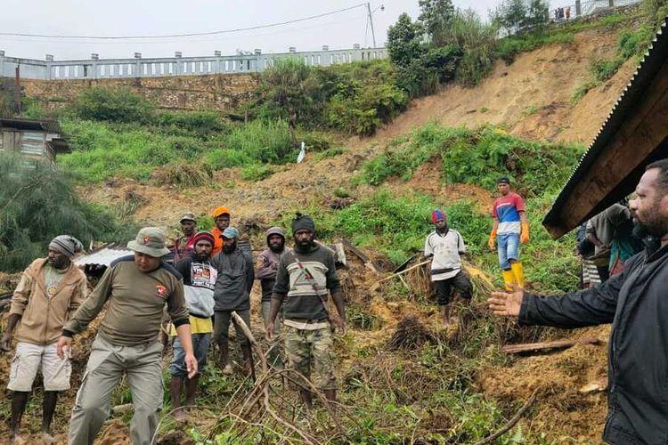 Kondisi di Kampung Dupia Enaritali, Distrik Paniai Timur, Kabupaten Paniai, yang diterjang longsor pada Selasa (28/7/2020) dini hari. Akibat kejadian tersebut 4 orang tewas dan 1 orang ditemukan dalam keadaan selamat, Papua, Selasa (28/7/2020)