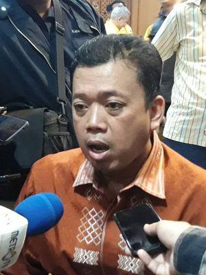 Ketua Pemenangan PemiluGolkar Nusron Wahid usai pertemuan dengan kader Golkar kubu Bambang Soesatyo, di Hotel Sultan, Jakarta, Rabu (4/9/2019).