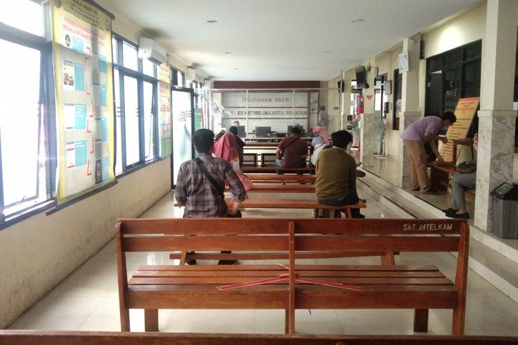 Suasana pengurusan SKCK untuk keperluan pemberkasan CPNS 2019 di Polres Metro Jakarta Selatan pada Rabu (4/11/2020) siang.