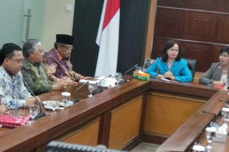 Suasana pertemuan Pansel KPK dengan tokoh lintas agama, di Kantor Setneg, Jakarta, Selasa (9/6/2015).
