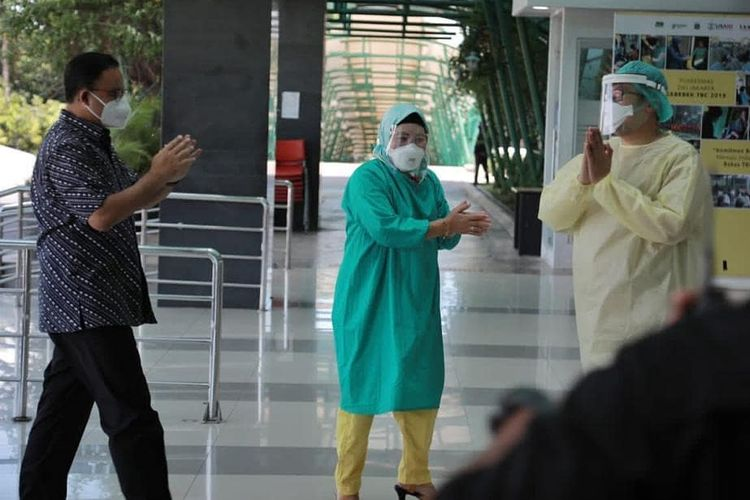 Jakarta Governor Anies Baswedan (left) enters Pasar Minggul Hospital in Jakarta on Tuesday, December 1, following his first checkup after testing positive for Covid-19 the previous day
