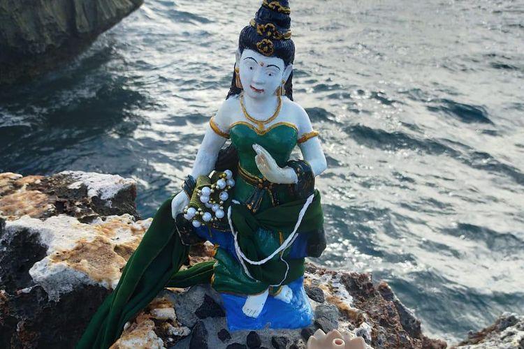 Patung mirip Nyi Roro Kidul yang hebohkan media sosial Bali.