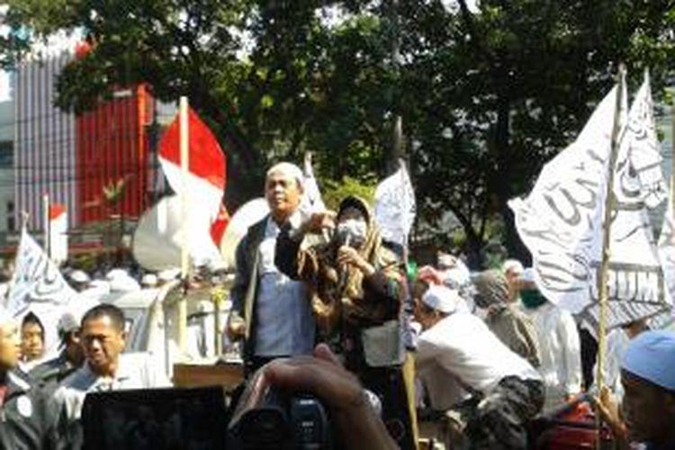 Unjuk rasa Front Pembela Islam (FPI) yang dipimpin salah satunya oleh perempuan, Jumat (10/10/2014). Unjuk rasa ini dalam rangka menolak Basuki Tjahaja Purnama jadi Gubenur DKI Jakarta.