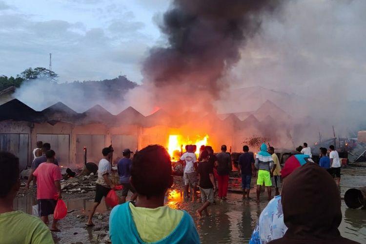 Sebanyak 14 bangunan ruko dan kios di Pasar Hitu, Kecamatan Leihitu Kabupaten Maluku Tengaj hangus terbakar, Jumat (6/3/2020)