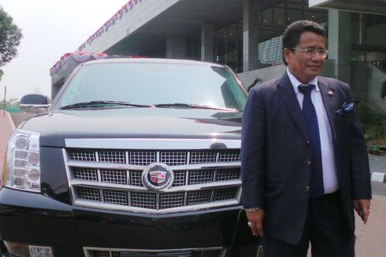 Pengacara Hotman Paris Hutapea dan mobil mewahnya, Cadillac Escalade di Kompleks Parlemen, Kamis (26/9/2013).
