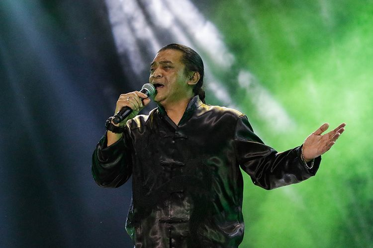 Penyanyi Didi Kempot tampil di hari pertama Synchronize Festival 2019 di JI Expo Kemayoran, Jakarta, Jumat (4/10/2019).