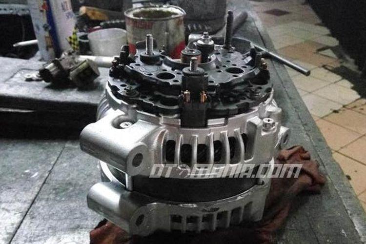 Dinamo ampere atau alternator pada mobil saat terjadi kerusakan dapat menimbulkan masalah kelistrikan.