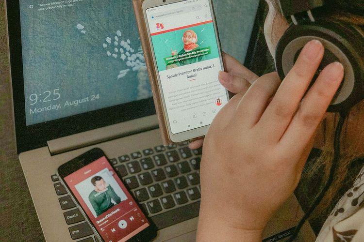 Telkomsel bekerja sama dengan Telkomsel untuk memberikan uji coba gratis selama tiga bulan pertama untuk penggguna KartuHalo.