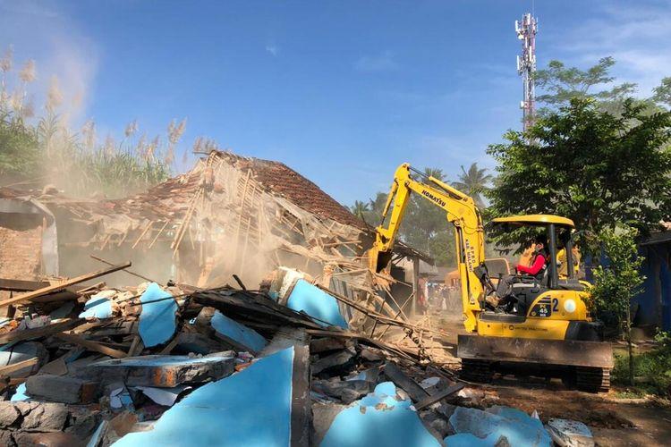 Bekas komplek pelacuran Girun di Gondanglegi, Kabupaten Malang digusur, Sabtu (8/5/2021).