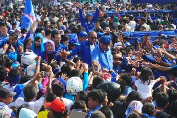 Ketua Umum Partai Demokrat Susilo Bambang Yudhoyono saat berkampanye di Bandung, Jawa Barat, Minggu (30/3/2014).