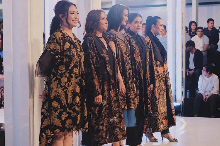 Salah satu koleksi kolaborasi batik Mel Ahyar x Iwan Tirta Private Collection.