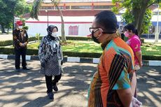 Marah Pegawainya Bersantai dan Tak Bantu Dapur Umum, Risma: Saya Bisa Pindahkan Kalian ke Papua!