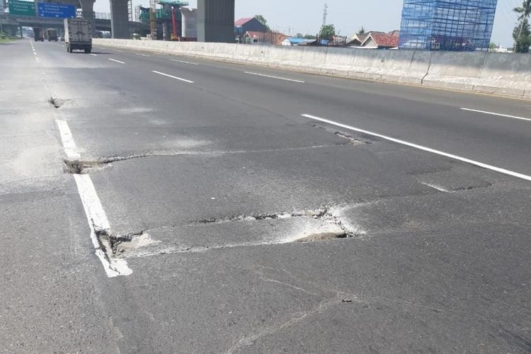 Jasa Marga lakukan perbaikan jalan di Tol Jakarta-Cikampek