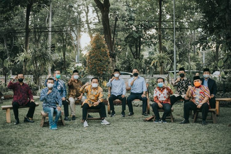 Sebanyak 10 pimpinan partai politik di Kota Surabaya, Jawa Timur, datang menemui Wali Kota Surabaya Eri Cahyadi di rumah dinas Wali Kota Surabaya, Rabu (15/9/2021).