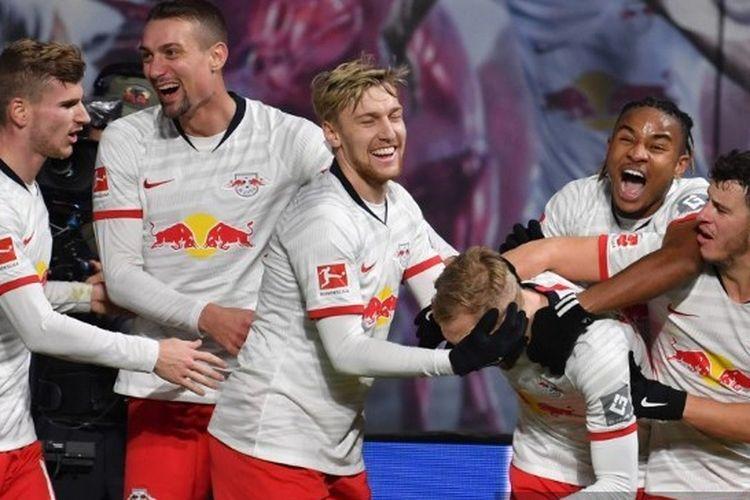Para pemain RB Leipzig ketika merayakan gol ketika kontra FC Cologne