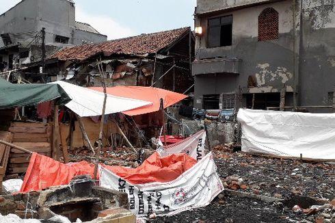 Saat Warga Dirikan Tenda di Atas Puing-puing Rumahnya yang Terbakar