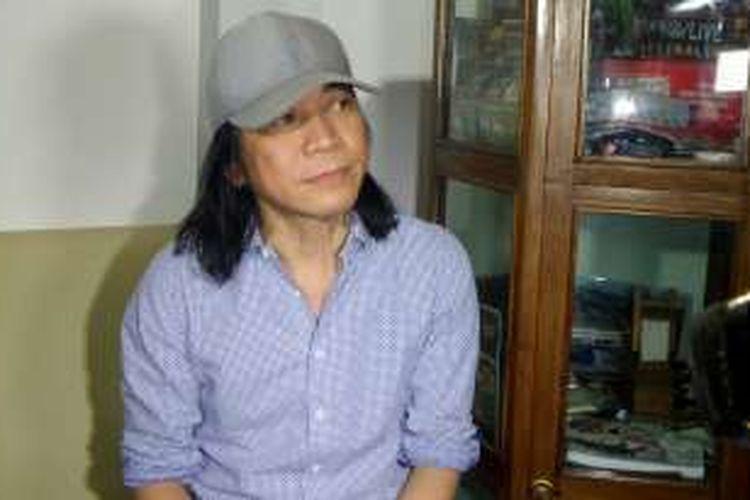 Gitaris Slank Abdee Negara saat berbincang dengan wartawan di kawasan Kebayoran, Jakarta Selatan, Rabu (12/10/2016).