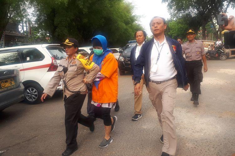 Tersangka pembunuhan Aulia Kesuma (AK) saat rekonstruksi di TMP Kalibata, Jakarta Selatan, Kamis (5/9/2019).