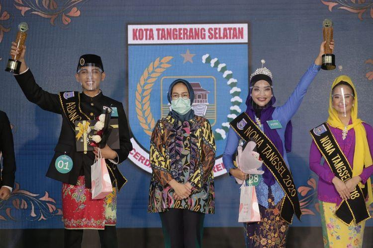 Rian Munawarrohman Abang dari Kecamatan Ciputat Timur dan Putri Nabila dari Kecamatan Serpong terpilih menjadi Abang dan Nona Tangsel periode 2020-2022 di Hotel Merlyn yang digelar melalui media sosial, Sabtu (5/12/2020).