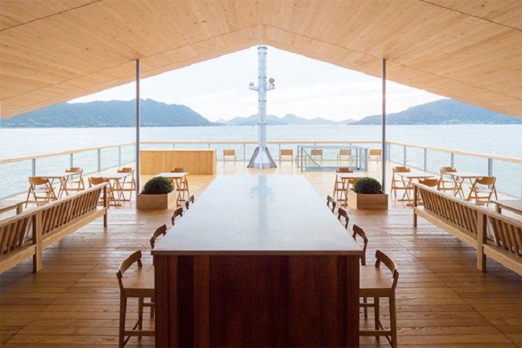 Di tempat lain, tamu dapat merasakan beberapa fasilitas lengkap seperti gym, spa, salon kecantikan, dan lounge.