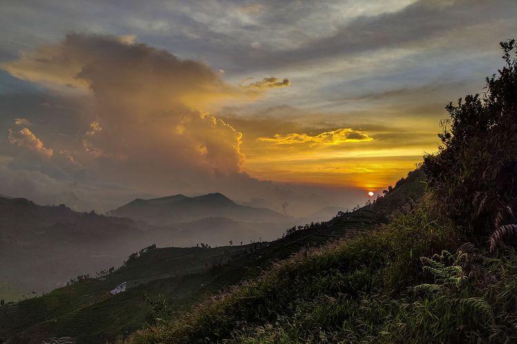 Sunset di jalur pendakian Gunung Prau via Igirmranak.