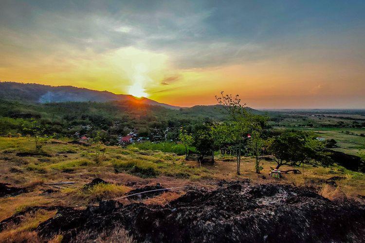 Keindahan Matahari Terbenam di Platar Ombo Sukoharjo.