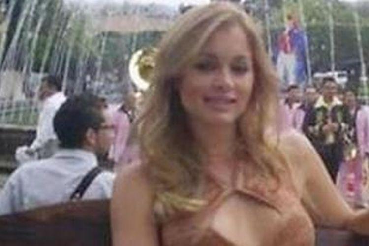 Maria Putin tinggal di kawasan permukiman mewah di dekat kota Den Haag, Belanda.