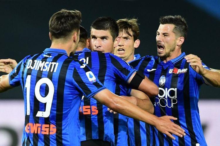 Ruslan Malinovskyi (tengah) bersama rekan satu timnya melakukan selebrasi gol pada laga Atalanta vs Lazio di Stadio Azzurri dItalia dalam lanjutan pekan ke-27 Serie A, kasta teratas Liga Italia, Rabu 24 Juni 2020.