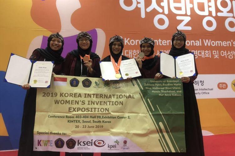 Lima mahasiswa Fakultas Teknologi Pertanian (FTP) Universitas Brawijaya yang meraih emas di Korea berkat beras analog yang mampu melawan malnutrisi