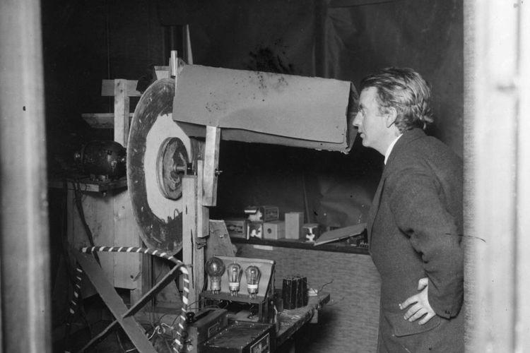 John Logie Baird dan alatnya