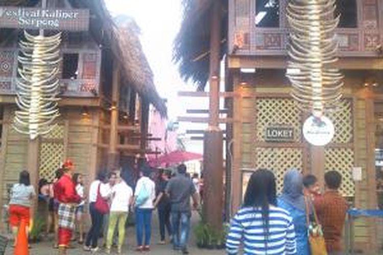 Rumah asli adat Tongkonan dari Suku Toraja menjadi pemandangan baru saat menginjakkan kaki di Festival Kuliner Serpong 2014