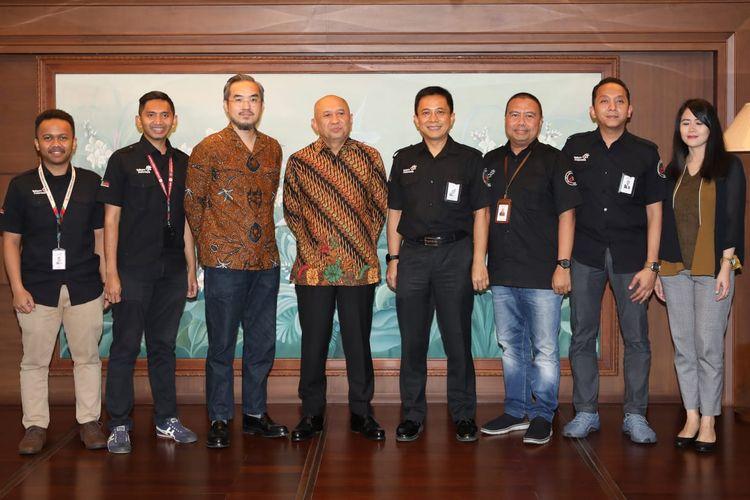 Menkop dan UKM Teten Masduki bersama Executive danDirektur Utama Smesco Indonesia Leonard Theosabrata di Jakarta, Selasa (11/2/2020).  Vice President Business Service Telkom Indrawan Ditapradana