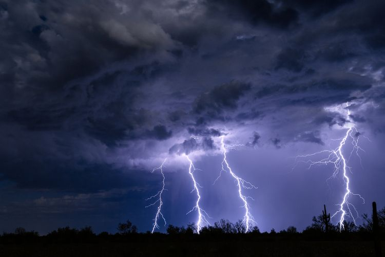 Ilustrasi badai petir, rahasia alam semesta.