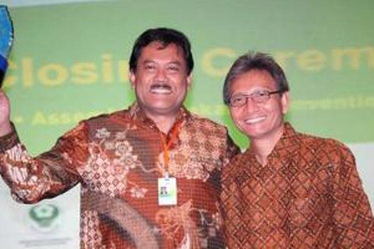 Mantan dirut Telkomsel, Sarwoto Atmosutarno (kiri) ditunjuk sebagai anggota baru jajaran direksi Indosat dalam Rapat Umum Pemegang Saham Luar Biasa Indosat, Rabu (10/6/2015.