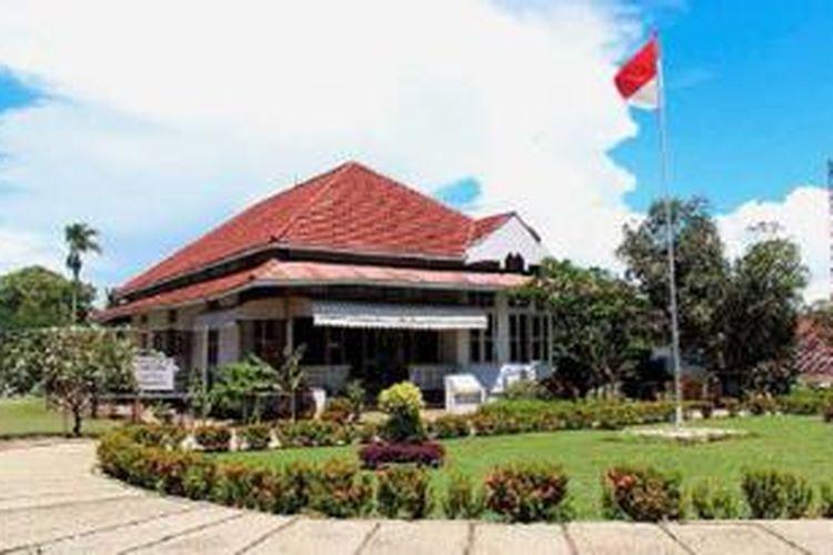 Suasana rumah pengasingan Bung Karno di Kelurahan Anggut, Kecamatan Ratu Samban, Kota Bengkulu, Provinsi Bengkulu, beberapa waktu lalu. Rumah ini pernah dihuni Bung Karno tahun 1938-1942. Di rumah inilah, sang proklamator untuk pertama kali bertemu dengan Fatmawati.