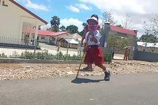 Kisah Bocah SD dengan Satu Kaki, Berjalan Pakai Tongkat Sejauh Satu Kilometer untuk Bersekolah