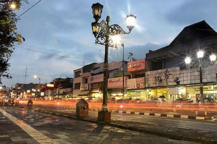 Trotoar di sisi timur Jalan Malioboro, Yogyakarta, Kamis (14/4/2016) petang.